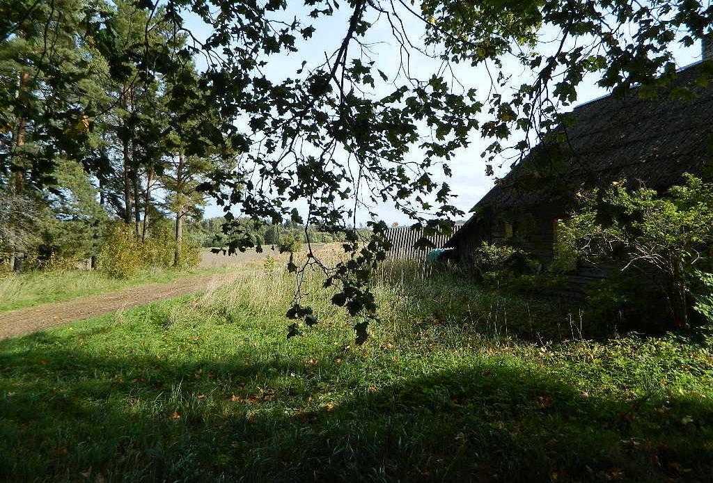 Renoveerimist vajav elumajakompleks Tartumaal
